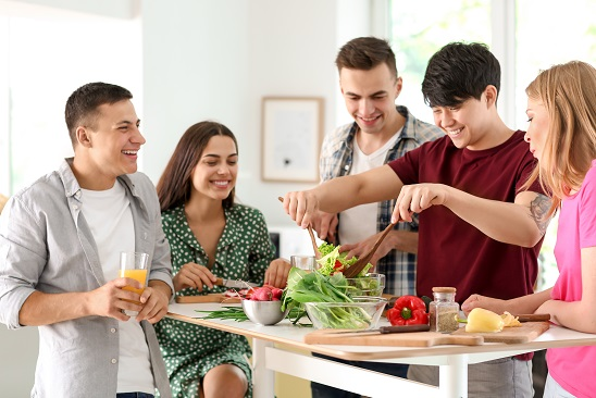 5 Reasons Cooking With Friends and Family Is Good For Your Health