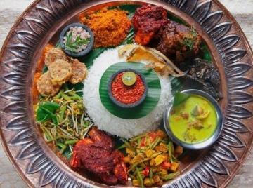 Celebrating Hari Raya: Nasi Ambeng Platter