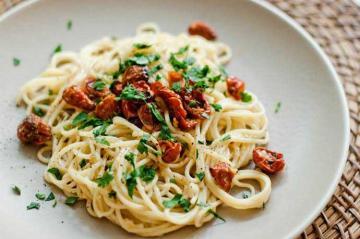 Classic Italian Cuisine: Vegetarian Spaghetti Favourites
