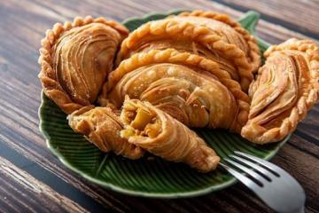 Asian Pastry: Spiral Curry Puffs