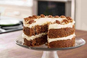 Frosted Sponge Cakes: Carrot Cake